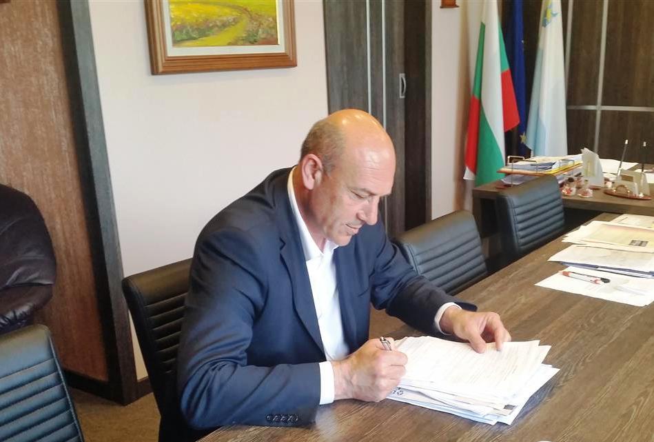 Иван Алексиев подписа договор за реконструкция на водоснабдителните системи на селата Бата и Страцин
