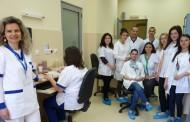 """Повече от 30 бъдещи помощник-фармацевти практикуват в лаборатория """"ЛИНА"""""""
