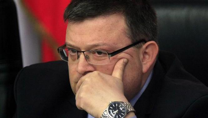 Цацаров иска имунитета на шестима депутати