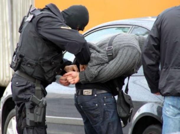 Задържаха лихвар в Приморско, прибирал дебитните карти на длъжниците си