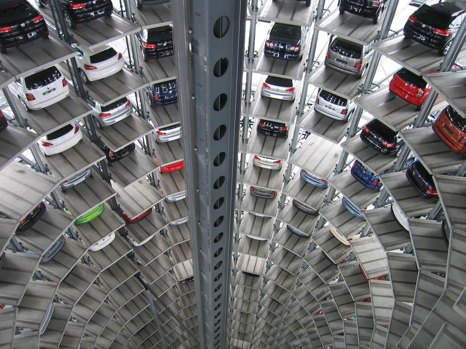 Автомобилопроизводители във Великобритания местят изследователските си центрове в Източна Европа
