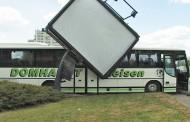 Зрелищна катастрофа на изхода на Бургас, автобус с пътници се заби в билборд /ВИДЕО/