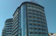 Туристка падна от хотел в Слънчев бряг. Лекарите се борят за живота й