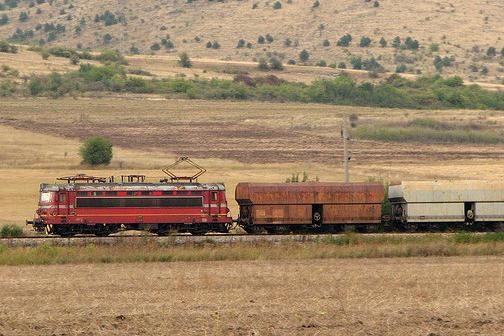 Влак блъсна мъж на гара Церковски, вървял по ж. п. линията