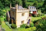 Продават малък замък в Англия
