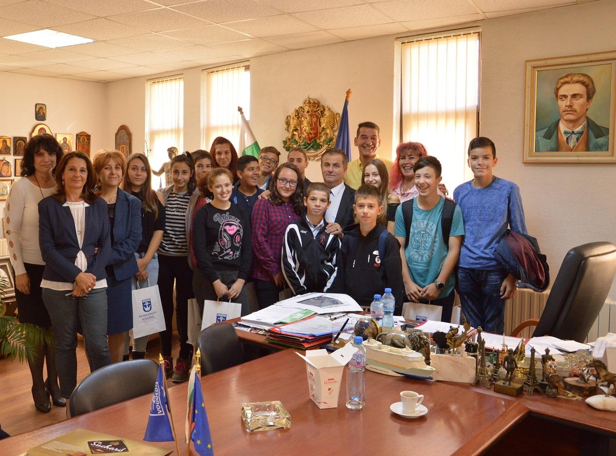 Статуя на Аполон и нов парк поискаха созополските ученици от кмета Панайот Рейзи