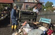 Доброволци помагат на пострадалите от потопа в Бургаско /видео/