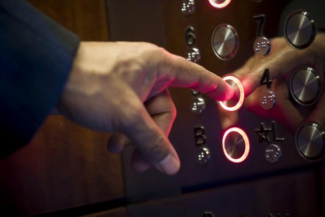 10-годишно дете почина в асансьор