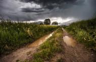 Дъжд и гръмотевици в част от страната, възможни са и градушки