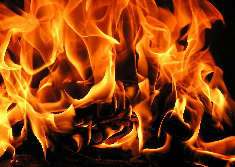 Пожар гори в хижа Орловец край Карнобат, няма пострадали