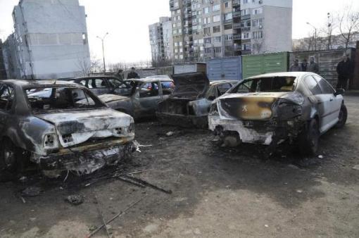 Изгоряха четири коли на 34- годишен бургазлия