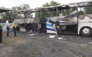 Шофьорът на изгорелия автобус: Вероятно е станало късо съединение /СНИМКИ/
