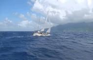 Хотелиер се обърна с катамаран в бурното море, бедства над 4 часа