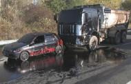 Цистерна заля с мазут пътя Бургас- Созопол, шофьорът също пострада /видео/