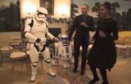 Обама танцува с герои от