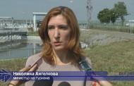 Ангелкова обеща да свали цените на чадърите на бургаския плаж (видео)