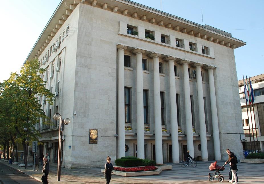 Служители на Община Бургас предотвратиха продажбата на дете