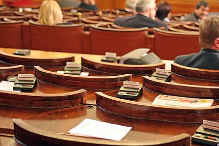 Извънредно заседание в НС: Решават да отпадне ли машинното гласуване