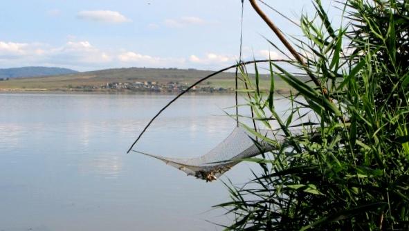 Микробус потъна в езерото Мандра край Бургас