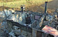 Огнен ад в Изворище: Пламъците погълнали десет къщи! Местните обвиняват пожарникарите /видео/