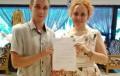 Директорът на РЦ-Бургас и  специален педагог с почетна грамота от Портал за деца с дислексия