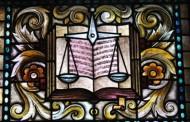 Окръжен съд Бургас наложи условна присъда на мъж, опитал да подкупи полицаи сс 500 лева