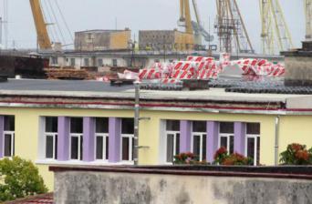 Снимка: ©zonaburgas.bg *Дни дни работата по покрива на Търговската гимназия в Бургас трябва да приключи