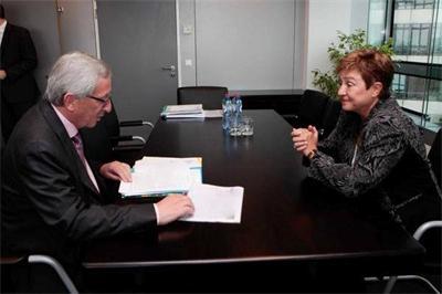 Интервюто за работа на Георгиева с новоизбрания за председател на Европейската комисия, Жан-Клод Юнкер. Снимка: Фейсбук